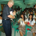 Presenting Tracts To School Children In Philippines